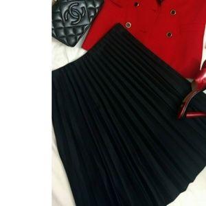 Dresses & Skirts - Pleated black skirt